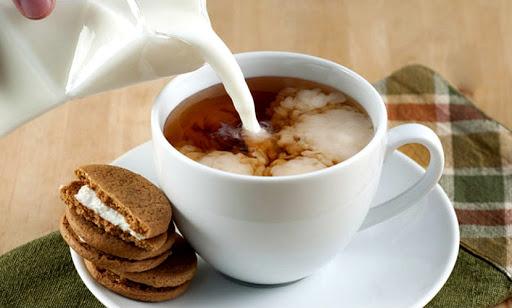 англійський чай з молоком